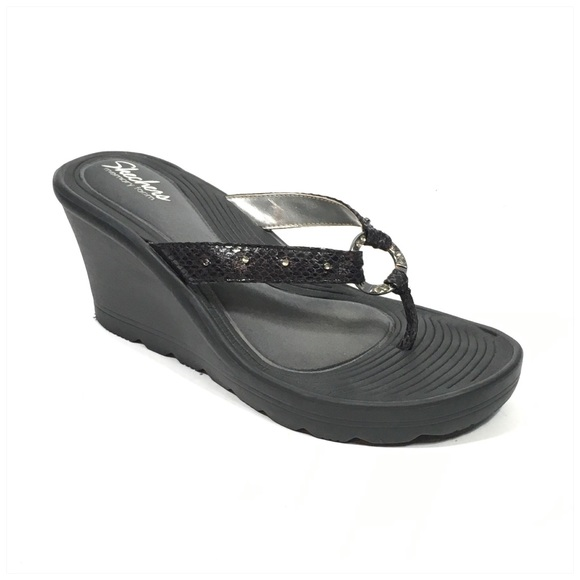 18527ef15ce5 Skechers Black Memory Foam Wedge Flip Flop Sandals.  M 5a541127a825a66d3f02adb5